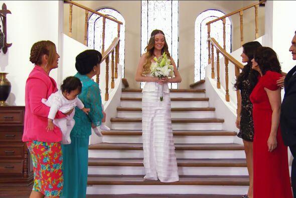 ¡Ahhh! Y luces lindísima, eres una de las novias más hermosas del mundo.
