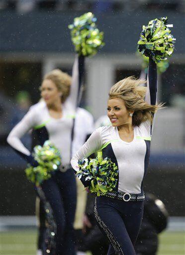 A pesar de la intensa lluvia en Seattle, las hermosas Seagals nos deleit...