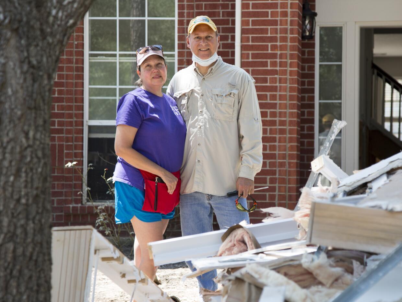 Cindy y Javier Ramírez han empezado el proceso de reconstrucción de su v...