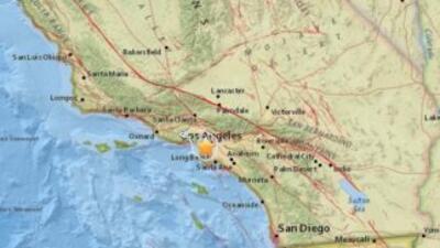 Residentes en el sur de California fueron despertados el domingo por un...