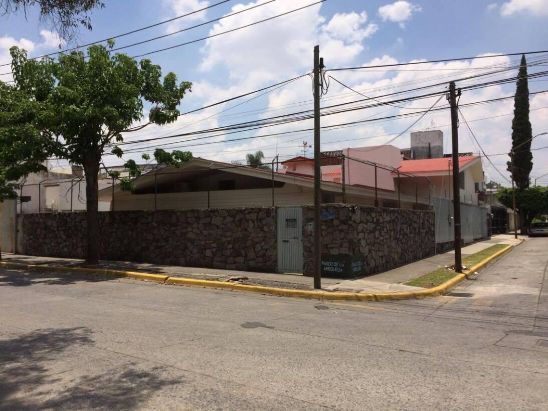 Hugo Iván Carranza Zepeda está vinculado a dos empresas, las cuales tien...