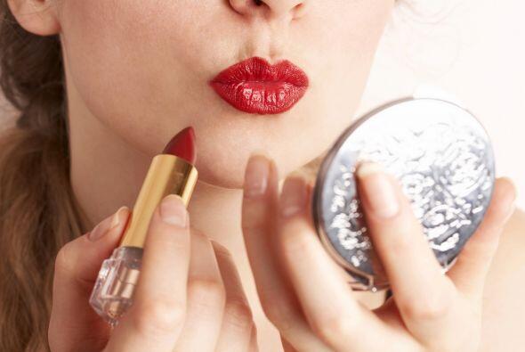 El 'lipstick' también puede ser una mancha difícil pero ésta se quita ap...