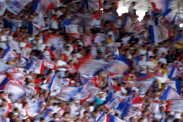 Tras la victoria, los seguidores tapatíos sacaron en hombros a sus jugad...