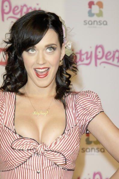 ¡Al parecer no! Pues Katy siempre luce feliz y contenta con su aspecto f...
