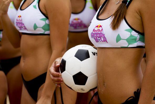 El nombre alternativo de 'altinha' es roda de bola, que en español signi...