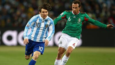 Torrado y el 'Conejo' Pérez recuerdan la derrota del Tri ante Argentina en Sudáfrica 2010