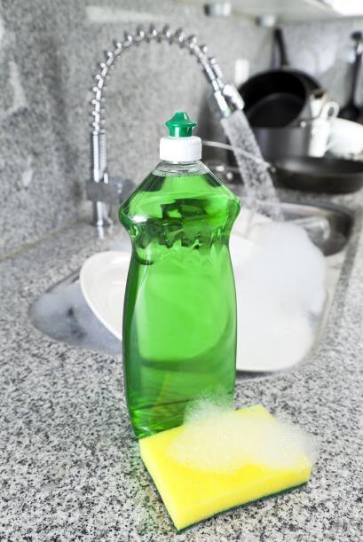 Las manchas de líquidos grasosos como el aceite vegetal se quitan usando...