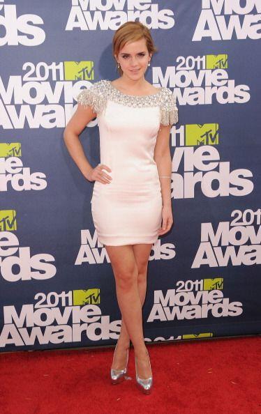 Otra que le apostó al mini ese año fue Emma Watson, quien llevó un vesti...