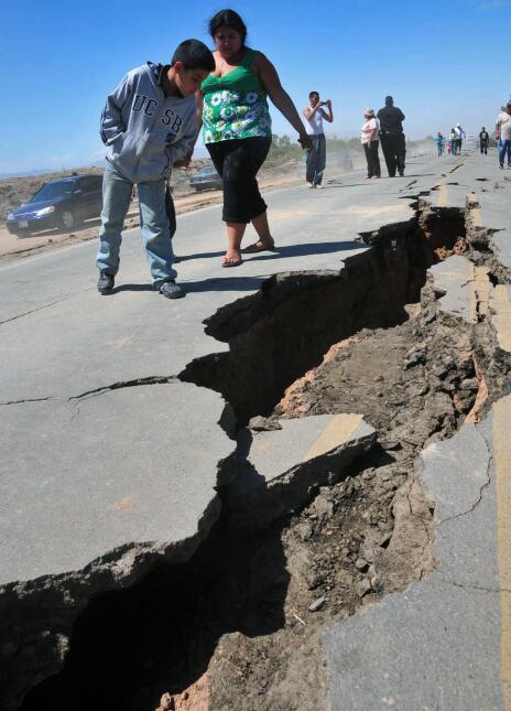 Imágenes de los daños que dejó el terremoto en Mexicali el 4 de abril de...