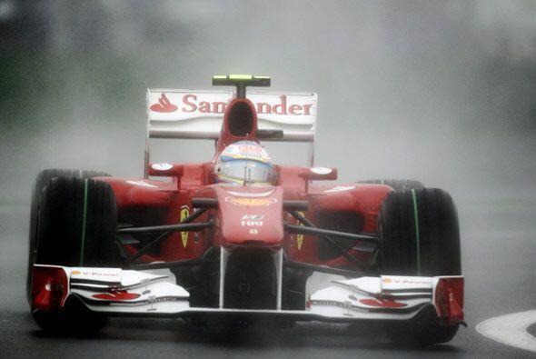 Fernando Alonso aprovechó la salida de Webber para pasar a ocupar el seg...
