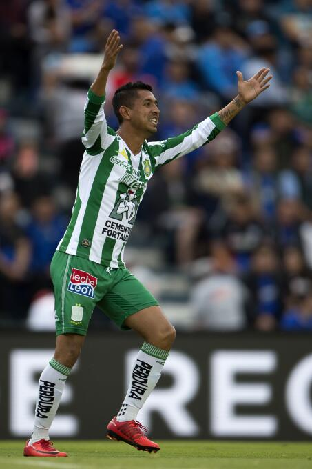 En Fotos: Cruz Azul y León se anulan, y empatan sin goles elias-hernande...