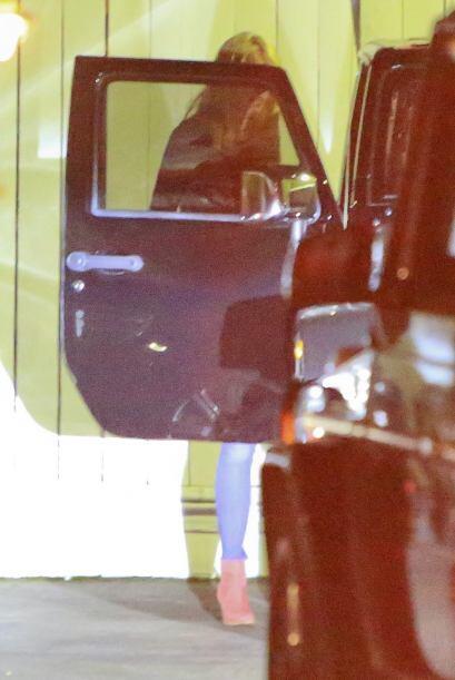 Gwyneth bajó del vehículo.