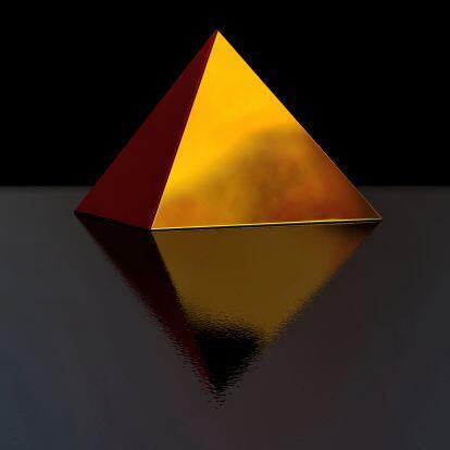 Si tienes una pirámide de oro pequeñita la puedes usar como un colgante...