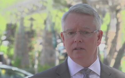 Procurador del condado Maricopa lanza campaña para evitar dejar niños y...