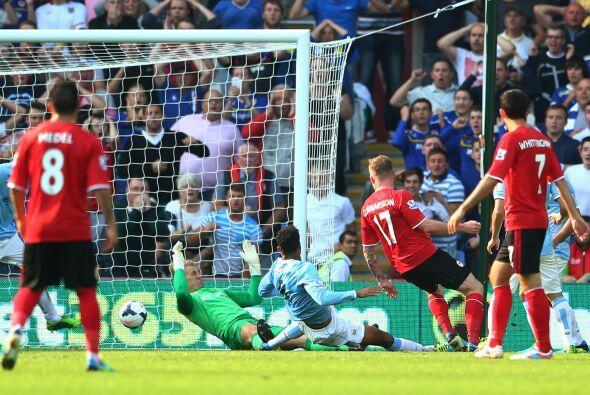Pero al minuto 60 los galeses reaccionaron por conducto de Aron Gunnarso...