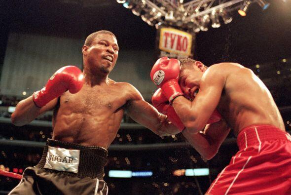 """El 17 de Junio del 2000 """"scar De la Hoya intercambió golpes son 'Sugar'..."""