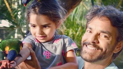 Eugenio Derbez ya tiene manicurista y es su hija Aitana