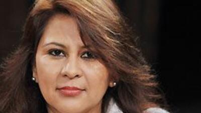 Ella es Miriam de Santiago, madre de familia y aceptó el reto educativo,...