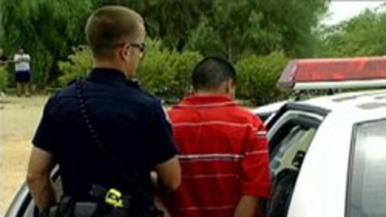 Policia de Phoenix deteniendo a sospechoso