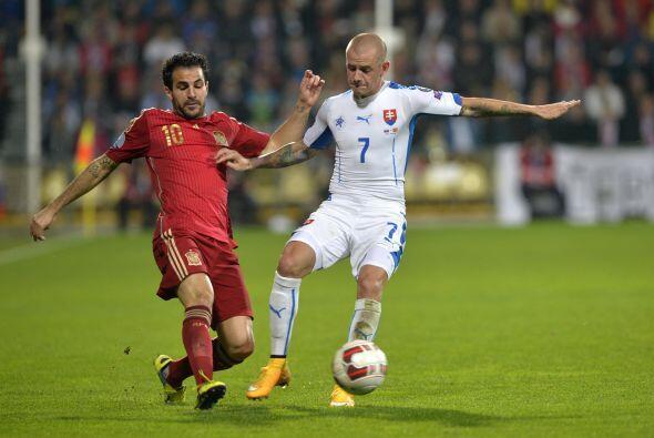 Eslovaquia no bajó los brazos y en un descuido de la defensa española co...