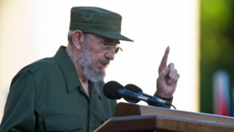 El líder cubano, Fidel Castro dijo que 'ardería' Venezuela si llegan a a...