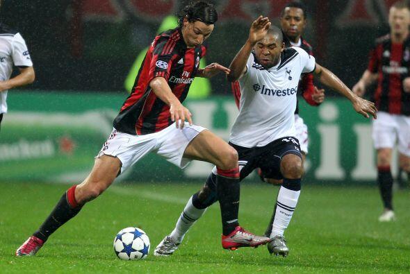 El Milan recibió a los 'Spurs' en el estadio San Siro por el juego de Id...
