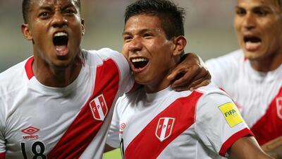 Perú vence a Uruguay y se mantiene vivo en su lucha por un cupo a Rusia-2018