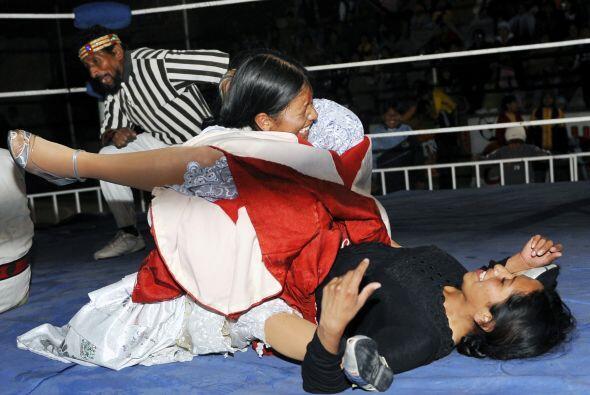 La luchadora Angela se ganó los alaridos del público desde el primer mom...
