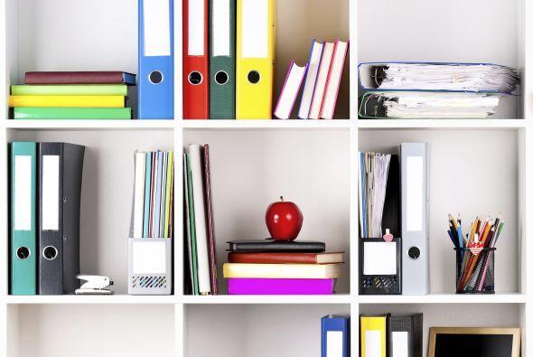 Armarios. Si no tienes uno, puedes improvisar un mueble con gabinetes ec...