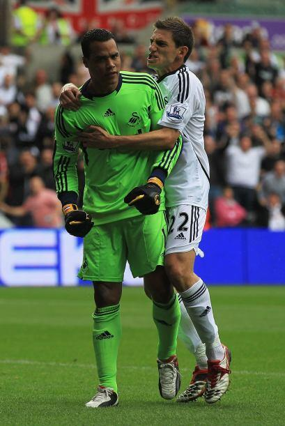 Y hablando de bailes, al portero del Swansea City le sobraron invitaciones.