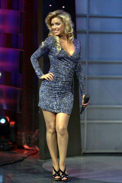 Durante el show, esta bella argentina coquetea delicadamente a nuestra c...