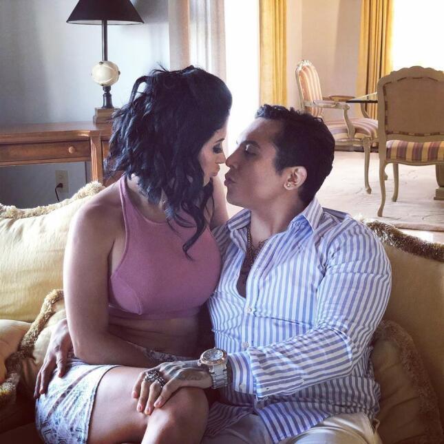 Edwin Luna y Kimberly Flores, ahora son pareja en video de La Trakalosa.