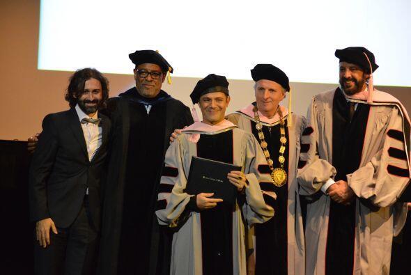 El reconocimiento fue presentado por el Presidente de Berklee Roger Brow...