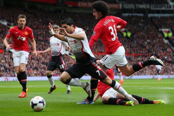Cuando se disputaba el minuto 34 del primer tiempo, el árbitro marcó un...
