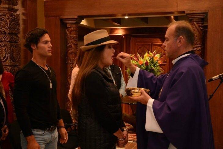 La telenovela en tierras salvajes celebra misa por el inicio de grabaciones