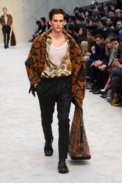 La moda no se olvida del sector masculino y en estas ocasión, la marca d...