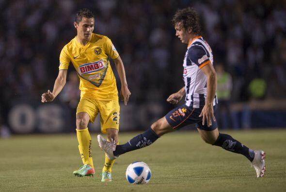 Las Águilas del América reciben en el estadio Azteca a los Rayados de Mo...