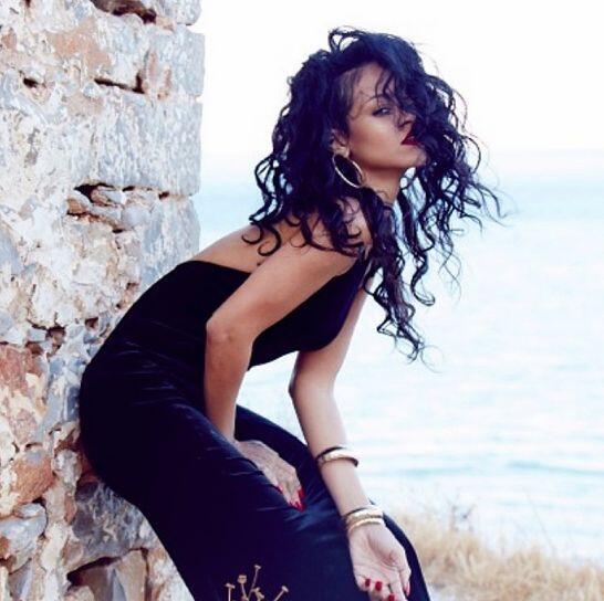 Rihanna compartió en Instagram unas imágenes de su estadía en Grecia. La...
