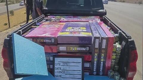 Confiscan 7,500 libras de fuegos artificiales ilegales durante un operat...