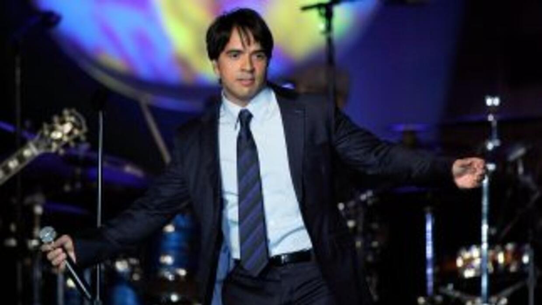 Luis Fonsi presenta '8', un álbum mucho más orgánico según el cantante.