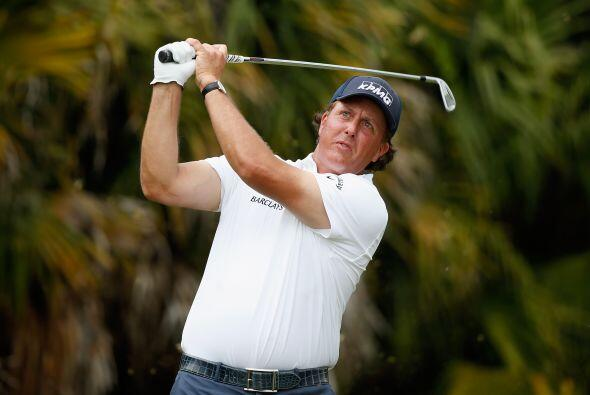 8.- El golfista Phil Mickelson consiguió 53,2 millones de dólares.