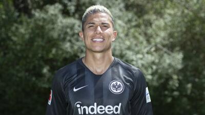 Carlos Salcedo se ausentó del primer amistoso con el Eintracht por viajar a México