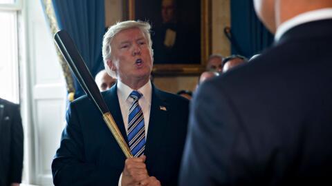 El presidente Donald Trump promueve productos hechos en Estados Unidos.