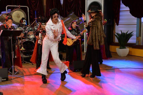 Además, su manera de bailar hacía que todos los que lo seguían sintieran...