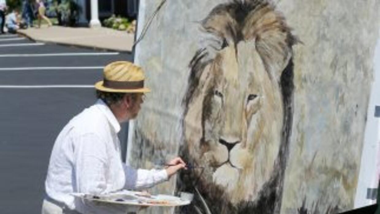 El pintor Mark Balma rinde homenaje al león cazado en el estacionamiento...