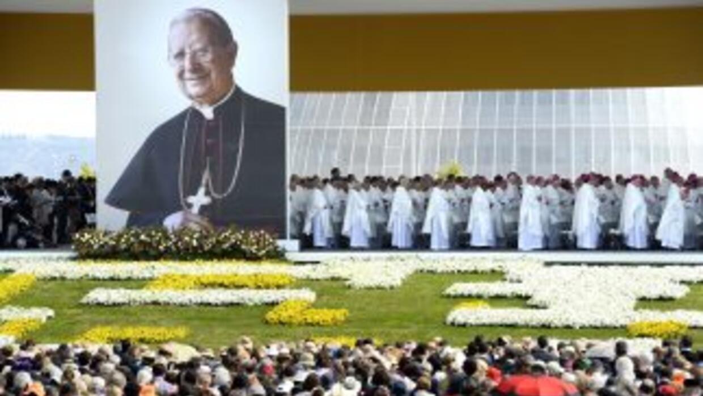 En una multitudinaria misa de campaña en Madrid, un enviado del Vaticano...