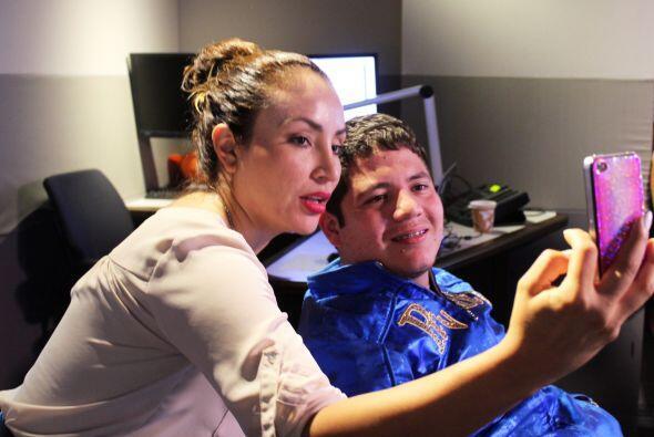 La Mala también quiso su selfie con Remmy Valenzuela.