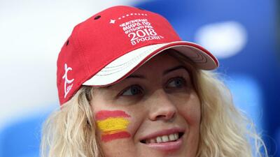 El brillo de las fanáticas de España y Marruecos en la fiesta mundialista