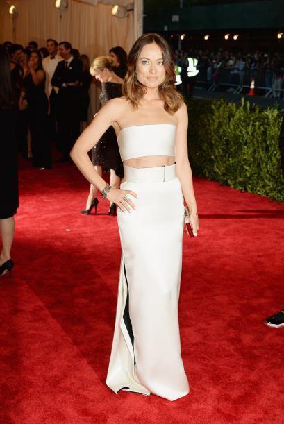 Una momia parecía Olivia Wilde con ese strapless de Calvin Klein.