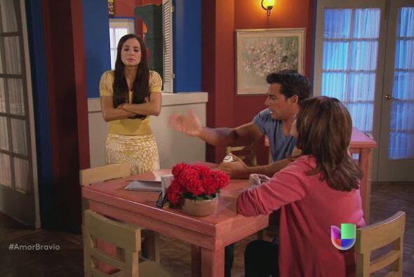 Natalia se resiste, no quiere desconfiar de su padre a menos que tenga p...